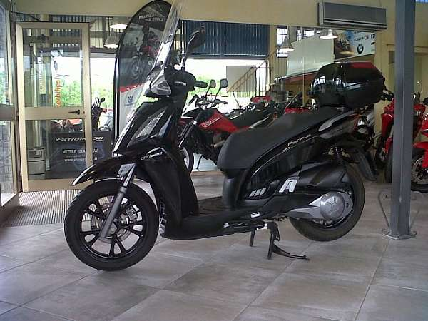Kymco People GTI 300